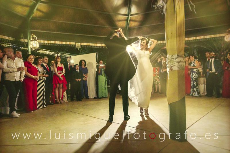 El baile de los novios en la boda del Cortijo Triana