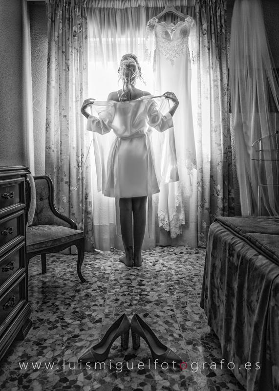 Foto de novia en lencería de boda en Andújar