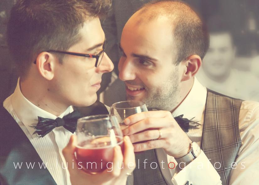 Fotógrafo gay friendly realiza post-boda gay en Cantina de la estación de Úbeda