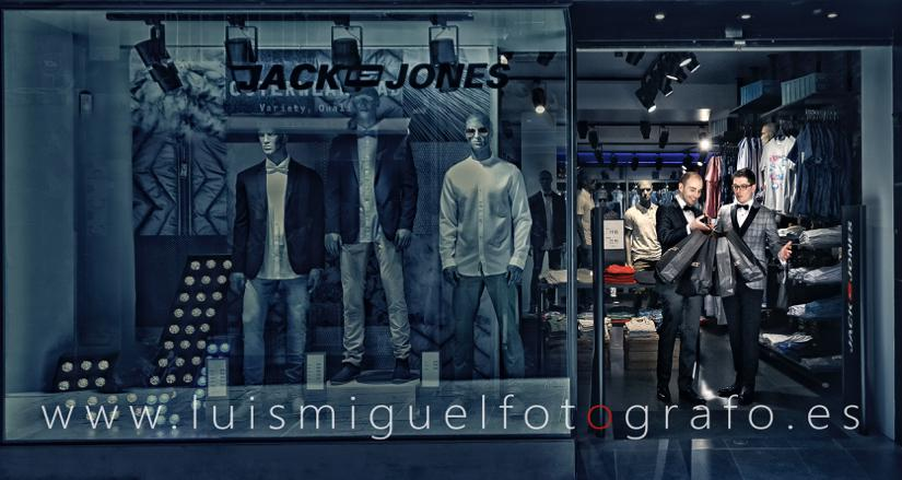 Matrimonio gay de compras en jack and jones durante su pos-boda en Úbeda