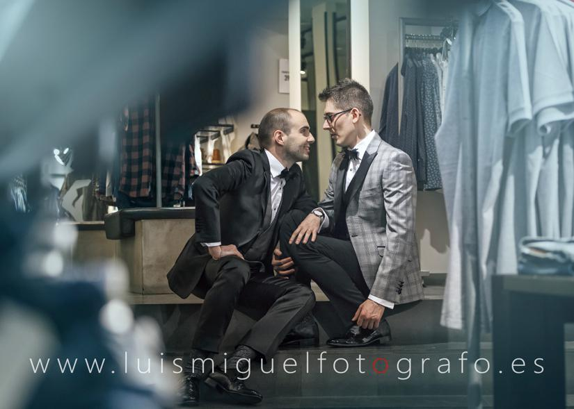 Post-boda gay en la tienda de jack and jones en Úbeda